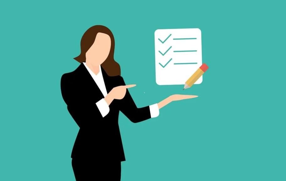 woman green checklist